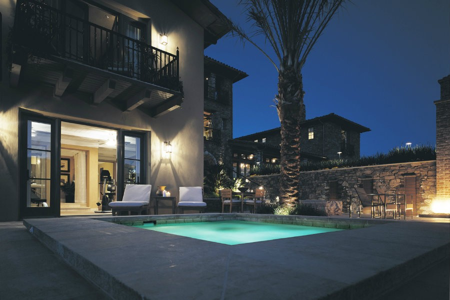 Blog-Craft-an-Elegant-Outdoor-Space-With-Home-Lighting-Control_9d1f8c79ab716dd186e741a90918d588