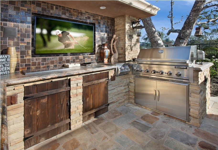 Get-Out-and-Enjoy-the-Game-With-These-Outdoor-AV-Solutions_b8606237ab32ec4fbf5de3f4f5c796b4